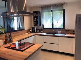 cuisine verriere cuisine avec verrière en bois laqué blanc et plan de travail bois