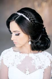 Hochsteckfrisurenen Hochzeit Mit Diadem Und Schleier by Schöne Brautfrisuren Mit Diadem Schmücken Mittellange Haare