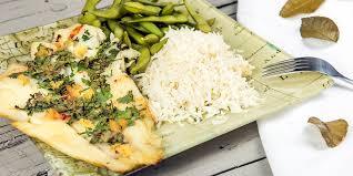 cuisiner poisson blanc recette poisson blanc cuit à la vapeur aromatisé aux feuilles de