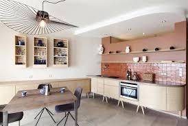 plafond de cuisine design grande cuisine ouverte avec décroché au plafond archi design