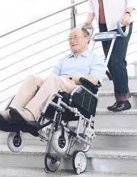 sedie per disabili per scendere scale a cingoli per disabili