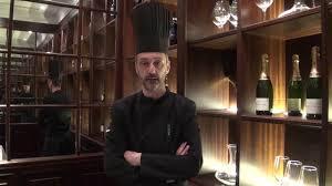 le branle dans la cuisine le chef vincent adam présente le type de cuisine proposé aux