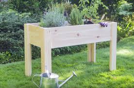 hochbeet balkon kleines tisch hochbeet bauen perfekt für balkon und terrasse