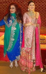 karisma kapoor and kareena kapoor looking gorgeous in manish