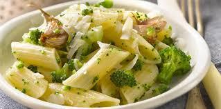brocolis cuisine pâtes au brocolis facile et pas cher recette sur cuisine actuelle