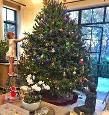 Christmas Tree To Decorate Gisele Shares Photo Of Her Children Decorating A Christmas Tree