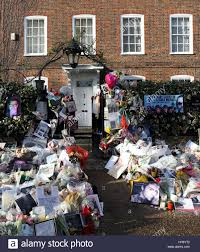 george michael home tributes outside the home of george michael who died on christmas