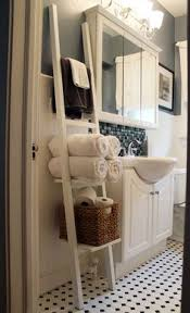 Leaning Bathroom Ladder Over Toilet by 13 Quick And Easy Bathroom Organization Tips Small Bathroom