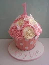 cupcake birthday cake 39 best cupcake cakes images on cupcake cakes