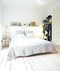 parquet blanc chambre deco chambre blanche daccoration chambre adulte avec murs parquet