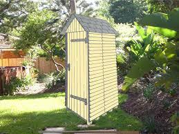 construire son chalet en bois construire un abri de jardin en bois pas cher