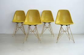 Esszimmerst Le Deutscher Hersteller Dsr Stühle Von Charles Eames Für Herman Miller 1960 4er Set Bei