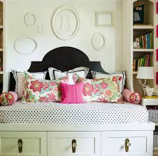 Small Guest Bedroom Color Ideas Eclectic Decorating Ideas For Small Spaces