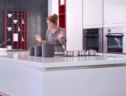 publicité cuisine idée originale de schmidt la femme s occupe de la cuisine l homme