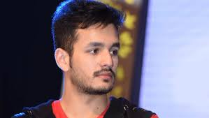 akhil hair style to handle with bad time