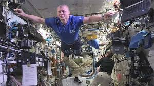 Challenge The Craze Out Of This World Astronauts Join Mannequin Challenge Craze
