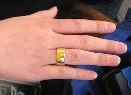 an welchem finger trã gt den verlobungsring ehefrau ehering rechts eheringe wiki fandom powered by wikia