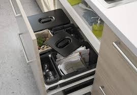 poubelle cuisine encastrable ikea je veux une nouvelle poubelle de cuisine femme actuelle
