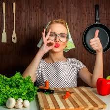 femme en cuisine femme au foyer un qui séduit de moins en moins famili fr