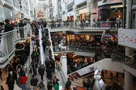 file boxing day at the toronto eaton centre jpg wikimedia commons
