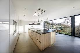 hotte cuisine plafond la hotte aspirante est invisible cachée dans le meuble cuisine