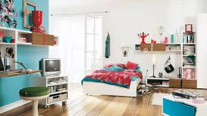 Teen Bedroom Set Spacious Teenage Bedroom Display With Green Ottoman Under Floating