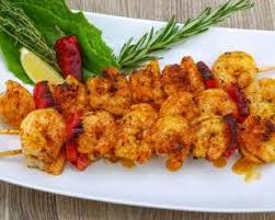 comment cuisiner le colin recette de brochettes de colin et crevettes au curry