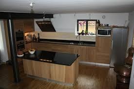fabricant de cuisine en ahurissant cuisine en bois naturel cuisine moderne bois et noir