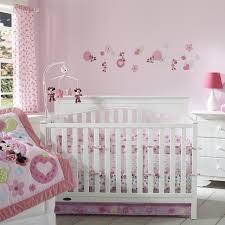 chambre bebe mickey chambre bébé fille embellir l espace de notre bébé 24 idées cot