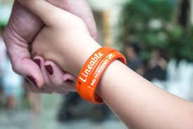 children s gps tracking bracelet lineable 5 smart wristband for children indiegogo wearable