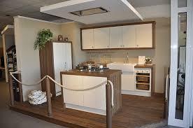 moderne landhauskche mit kochinsel schüller musterküche moderne landhausküche mit kochinsel