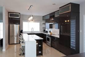 stratifié comptoir cuisine cuisine chic avec portes de stratifié au fini lustré et comptoirs