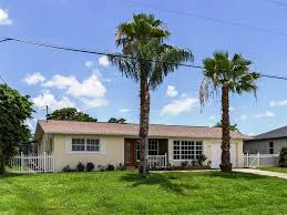 serene lakefront home with pool homeaway pelican