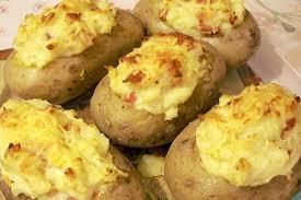pomme de terre en robe de chambre recette de pommes de terre farcies la recette facile