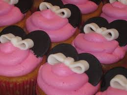 cakes by becky minnie mouse birthday cake with matching cupcakes