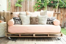 fabrication canapé palette bois comment fabriquer un canape en bois de palette cgrio