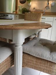 repeindre une table de cuisine en bois repeindre vieille cuisine des armoires en bois en bonne condition