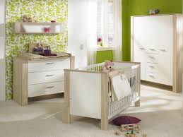 chambre bebe vert anis chambre enfant chambre bébé fille vert anis papier peint blanc