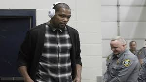 watch durant enters arena to loud okc crowd reaction nba