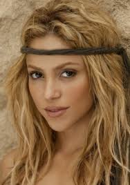 what color is shakira s hair 2015 shakira again with headband and natural waves love her music