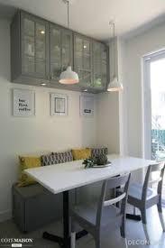 banquette de cuisine cuisine contemporaine avec banquette et huche vitrée cuisine grise