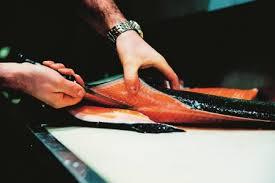 cuisiner un filet de saumon technique pas à pas préparer un filet de saumon