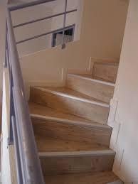 Peindre Escalier Beton Interieur by Poser Du Parquet Flottant Sur Un Escalier Lesbricoleursdebutants