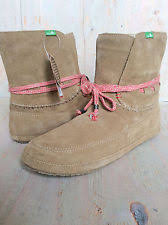 womens moccasin boots size 11 womens size 11 sanuk soulshine chill suede surfer ankle boots