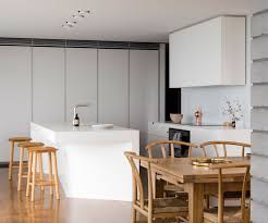 a kitchen in hawke s bay designed with a crisp clear aesthetic a kitchen in hawke s bay is designed with a crisp clear aesthetic