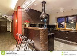 comment cuisiner le bar maison cuisine avec le compteur de bar photo stock image