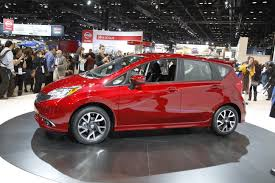 nissan chats up consumers at chicago show