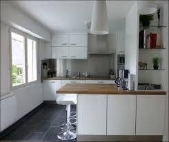 cuisine avec fenetre cuisine avec portes laquées jpg menuiserie a r v