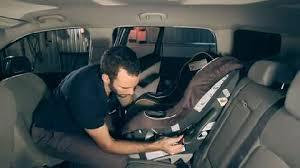 comment attacher siège auto bébé comment installer un siège de bébé coup de pouce