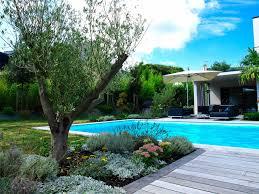 jardin paysager avec piscine réalisations la plume des jardins